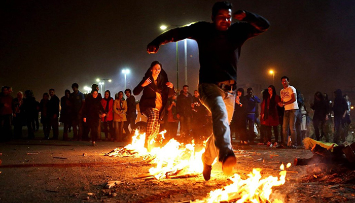 Festeggiamenti del Chaharshanbe Suri il mercoledì prima del capodanno iraniano