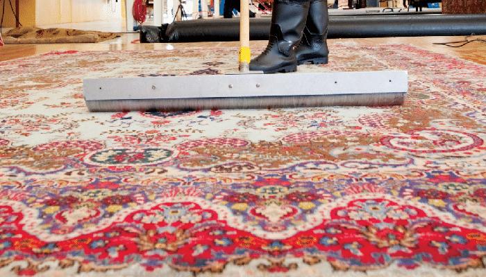 pettinatura del vello del tappeto secondo tecnica tradizionale