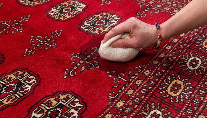 eliminare macchie dai tappeti persiani