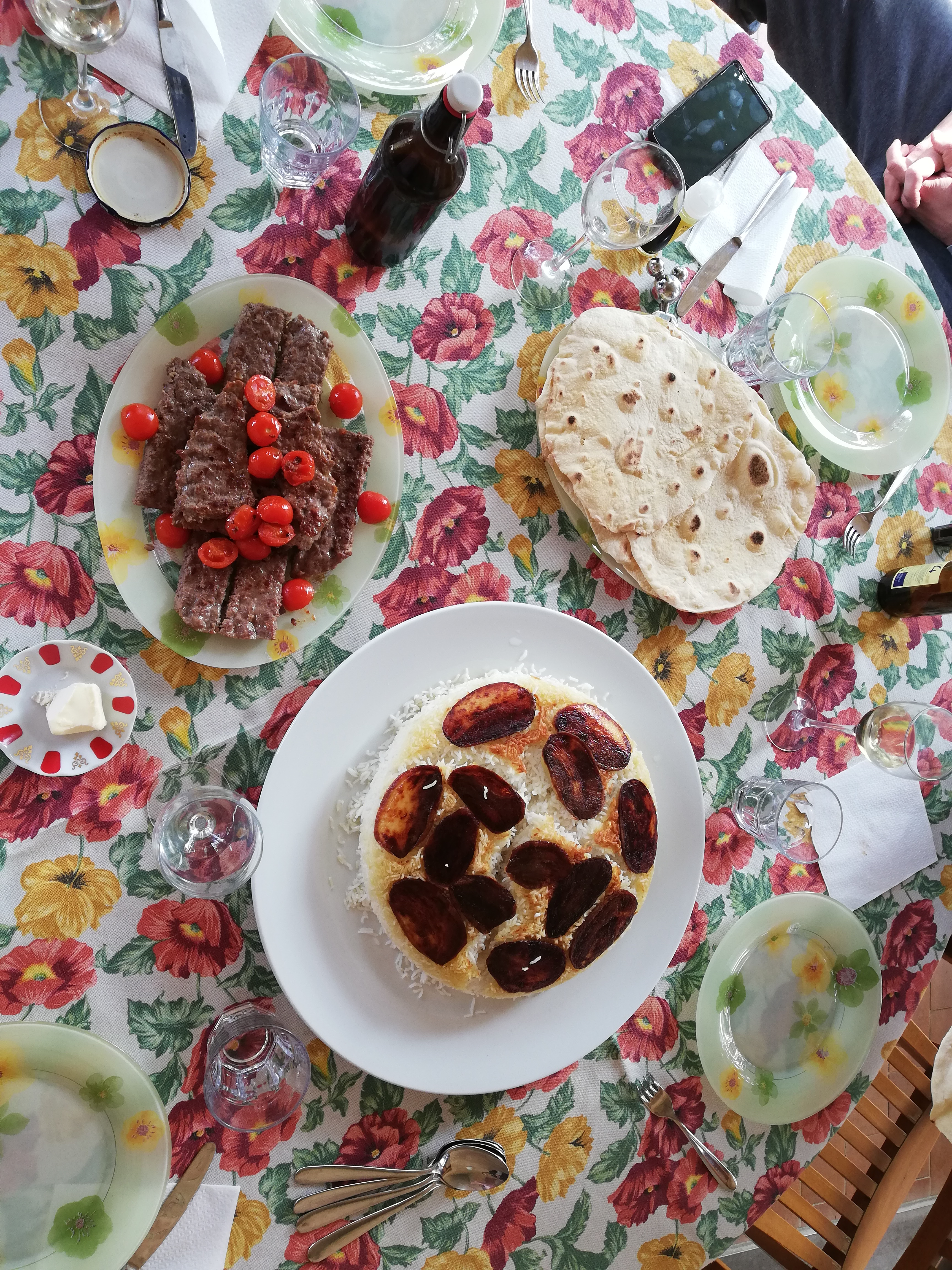 Tavola con riso e kebab